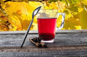 Przygotuj się na zimno - 5 sposobów na zdrowe gardło jesienią