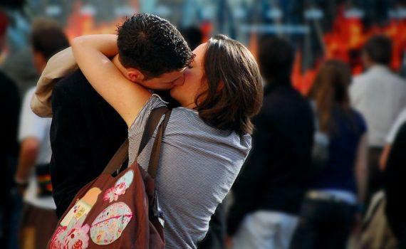Feromony – mit czy realna szansa na udany flirt?