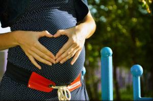 Jak wyglądać modnie w ciąży?