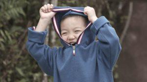 Dziecko nie chce się ubierać – jak sobie z tym poradzić?
