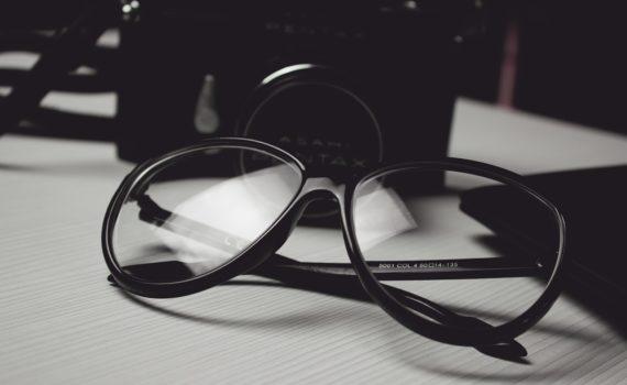 Przewaga soczewek kontaktowych nad okularami