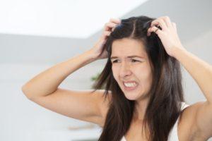 Łupież – rodzaje łupieżu, sposoby leczenia, na co należy uważać przy chorobie