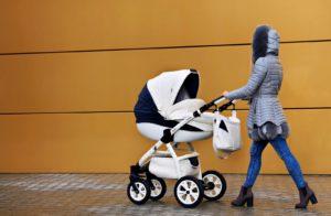 niebezpieczne potrząsanie dzieckiem – nie wolno tego robić