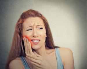 Cierpisz na bóle dziąseł? Nie lekceważ ich!