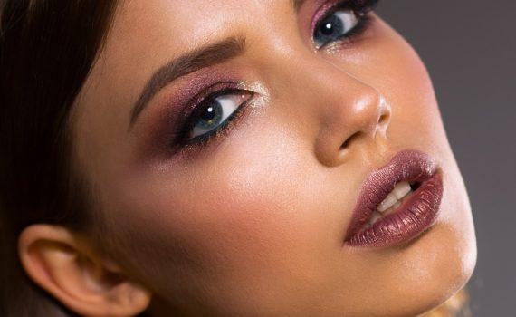 Makijaż korygujący i powiększający oczy