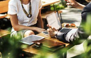 Feromony w biznesie - wywieraj wpływ i buduj autorytet