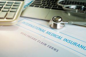 Prywatna polisa a opieka medyczna za granicą
