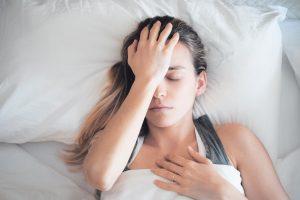 Kobiece hormony i bóle głowy- co je wiąże?
