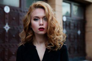 Leczenie wypadania włosów – poznaj możliwości poprawy własnego wyglądu