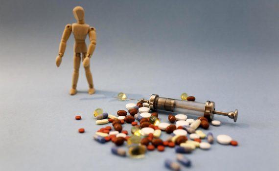 COVID-19: jaka jest szansa na leki i szczepienia?