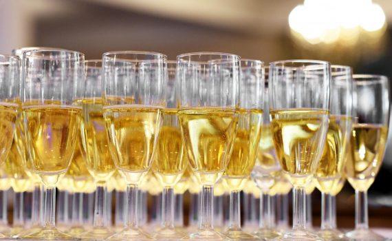 Alkohol w czasie kwarantanny i izolacji: jakie mamy skłonności