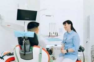 Mikrosilniki protetyczne i endometry – 2 narzędzia w pracy stomatologa