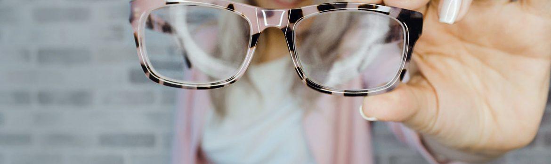 Okulary czy soczewki? Poradnik dla osób z wadąwzroku